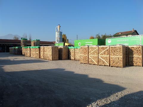 Blu Energia vanta un'esperienza decennale nel settore del legno da ardere e del pellets per stufe